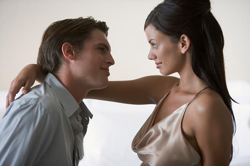 Horoskop otkriva koji deo ženskog tela IZLUĐUJE muškarca u svakom znaku: Muškarac Devica je lud za lepim očima…