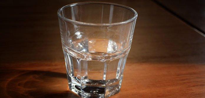 """Metoda """"Čaša vode""""! Za rješavanje problema i ispunjenje želja – PREKO NOĆI!"""