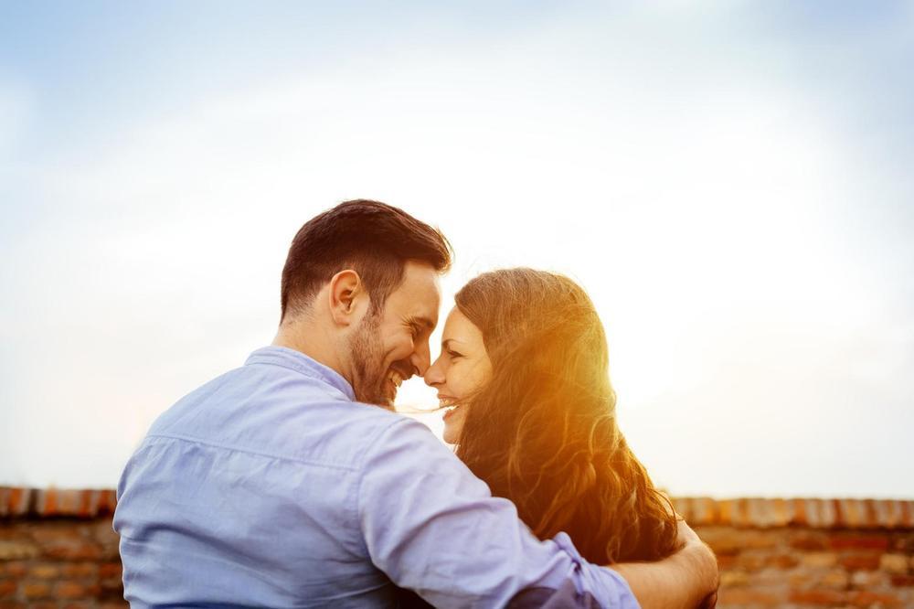 Žena za ZAUVEK ili devojka u prolazu? Otkrij koliko zaista ZNAČIŠ svom muškarcu!