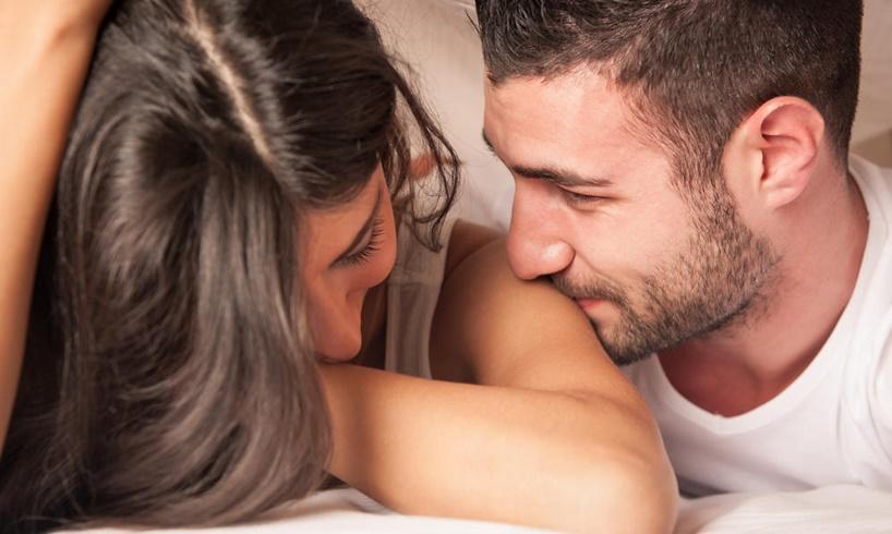 OVO ĆE IH ODMAH ODATI — JEDNOSTAVNO JE: Jedan potez muškarca NEPOGREŠIVO pokazuje da mu se DOPADATE